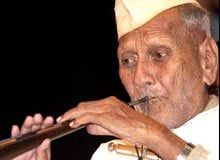 biography of bismillah khan in hindi Bismillah khan, indian musician (born march 21, 1916, bihar,  born into a  family of court musicians, he was apprenticed to his uncle, ali bux,.