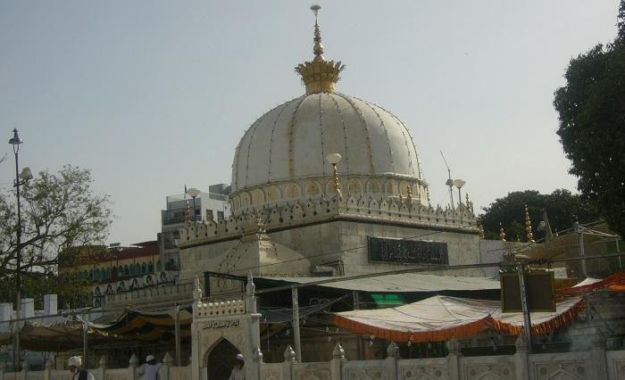 //www.culturalindia.net/indian-pilgrimage/ajmer-sharif.html