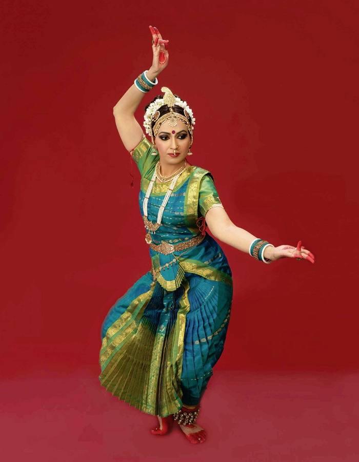 Bharatanatyam Classical Dance - History, Clothing, Exponents
