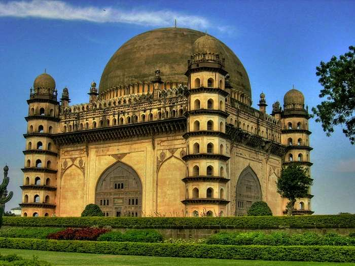 Essay on gol gumbaz