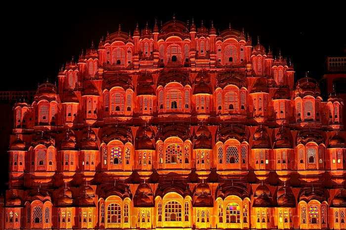 information about hawa mahal in hindi language