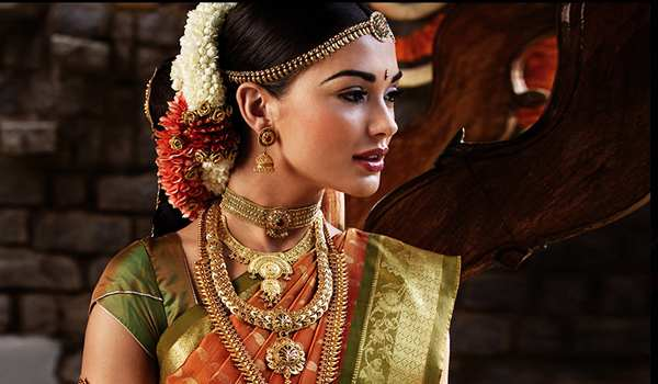 In The Past Few Decades Fashion Of Gold Jewelry Ornaments Being Studded With Diamonds And Other Precious Stones Has Gained A Lot Popularity