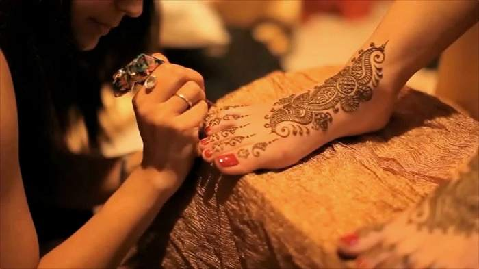 Mehndi ceremony ideas rituals customs significance for Where to buy photography