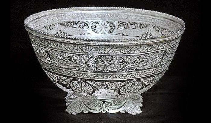 the art of filigree is also famous in states of Andhra Pradesh and West Bengal